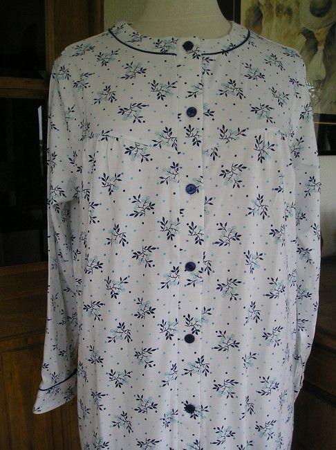 chemise de nuit entièrement ouverte devant sénior