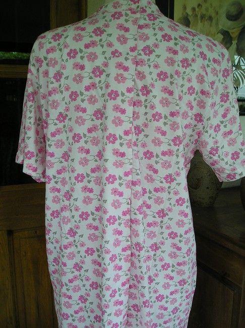 Chemise de nuit ouverte dos personne âgée