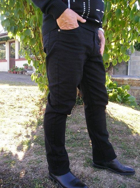 pantalon jean noir personne âgée