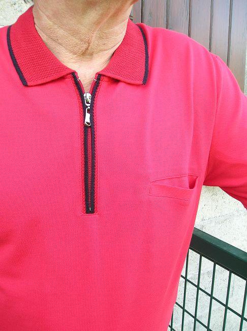 polo rouge poche poitrine personne âgée
