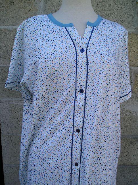 chemise de nuit 100% coton ouverte devant personne âgée
