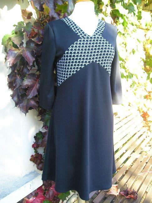 robe noire 100%polyester personne âgée